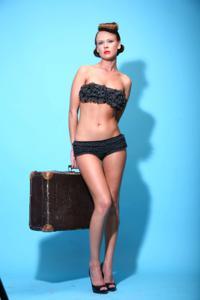 Снимки с красивой моделью, которая позирует в сексуальном белье - фото #31
