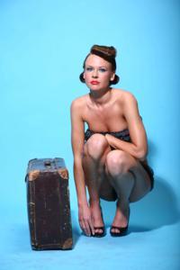 Снимки с красивой моделью, которая позирует в сексуальном белье - фото #32