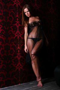 Снимки с красивой моделью, которая позирует в сексуальном белье - фото #37
