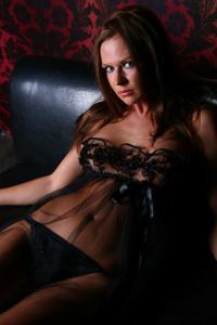 Снимки с красивой моделью, которая позирует в сексуальном белье - фото #43