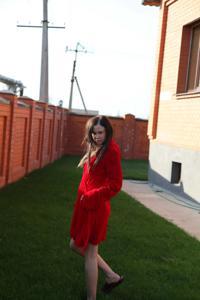Фотографии с привлекательной брюнеткой, которая позирует дома - фото #48