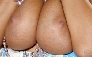 Грудастая милфа Стелла в телесных чулках раздевается - фото #61