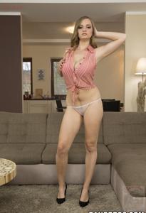 Горячая женщина показывает на снимках большие сиськи и мастурбирует - фото #5