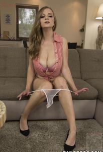 Горячая женщина показывает на снимках большие сиськи и мастурбирует - фото #67
