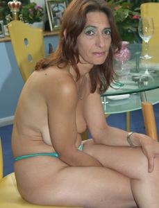 Фото подборка с разнообразной мастурбацией зрелой женщины - фото #120