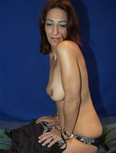 Фото подборка с разнообразной мастурбацией зрелой женщины - фото #17