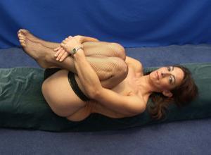 Фото подборка с разнообразной мастурбацией зрелой женщины - фото #20
