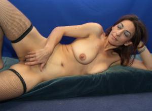 Фото подборка с разнообразной мастурбацией зрелой женщины - фото #28