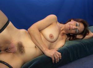 Фото подборка с разнообразной мастурбацией зрелой женщины - фото #32