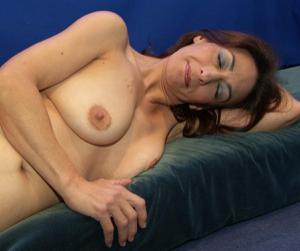 Фото подборка с разнообразной мастурбацией зрелой женщины - фото #33