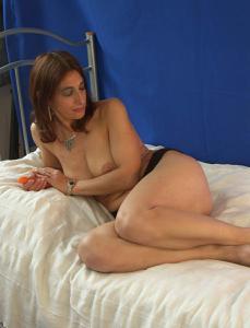 Фото подборка с разнообразной мастурбацией зрелой женщины - фото #39