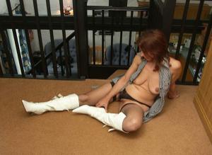 Фото подборка с разнообразной мастурбацией зрелой женщины - фото #81