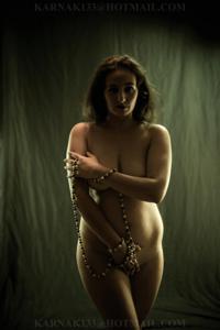 Снимки со зрелой дамой, показывающей голое тело в студии и дома - фото #10