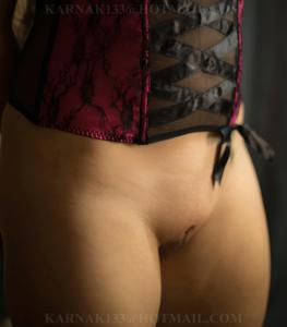 Снимки со зрелой дамой, показывающей голое тело в студии и дома - фото #13