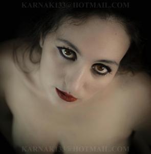 Снимки со зрелой дамой, показывающей голое тело в студии и дома - фото #8