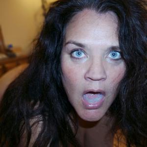 Фото с грудастой милфой, занимающейся сексом с несколькими неграми - фото #34