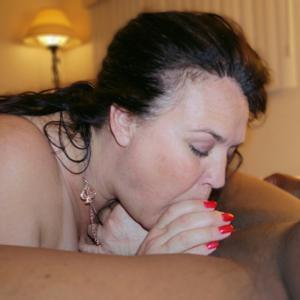 Фото с грудастой милфой, занимающейся сексом с несколькими неграми - фото #35