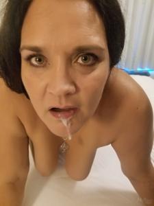 Фото с грудастой милфой, занимающейся сексом с несколькими неграми - фото #38