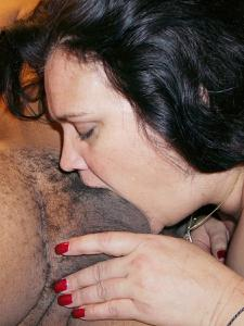 Фото с грудастой милфой, занимающейся сексом с несколькими неграми - фото #41