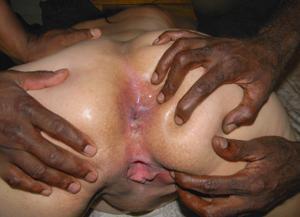 Фото с грудастой милфой, занимающейся сексом с несколькими неграми - фото #68