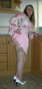 Зрелая женщина в чулках показывает дома сиськи и задницу - фото #16