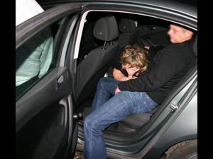 Снимки с женщинами, которые трахаются в машине и возле машины - фото #11