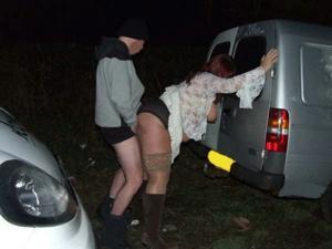 Снимки с женщинами, которые трахаются в машине и возле машины - фото #21
