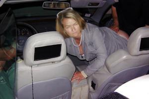 Снимки с женщинами, которые трахаются в машине и возле машины - фото #22