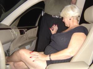 Снимки с женщинами, которые трахаются в машине и возле машины - фото #34
