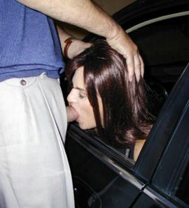Снимки с женщинами, которые трахаются в машине и возле машины