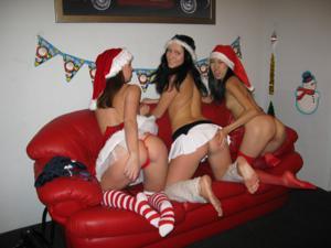 Фотографии с тремя лесбиянки, трахающимися на новый год - фото #34