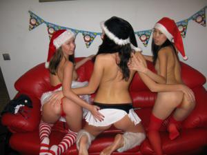 Фотографии с тремя лесбиянки, трахающимися на новый год - фото #39