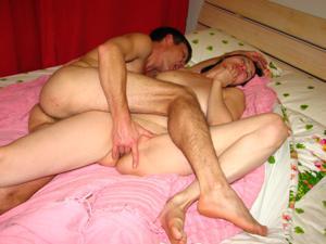 Русская брюнетка нежится в ванной с парнем и трахается в спальне - фото #29