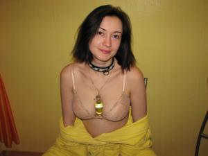 Русская брюнетка нежится в ванной с парнем и трахается в спальне - фото #44