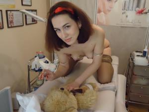 Рыженькая девушка и брюнетка занимаются лесбийским сексом - фото #35
