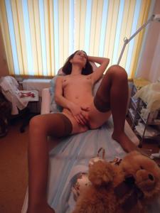Рыженькая девушка и брюнетка занимаются лесбийским сексом - фото #39
