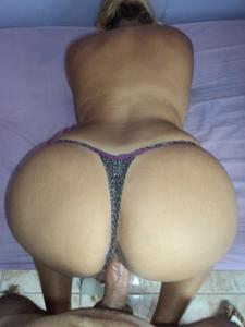 Бразильянки встают раком и показывают большие задницы - фото #4