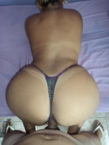 Бразильянки встают раком и показывают большие задницы - фото #5