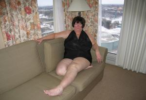 Зрелая толстуха показывает огромные сиськи на снимках - фото #10