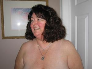 Зрелая толстуха показывает огромные сиськи на снимках - фото #16