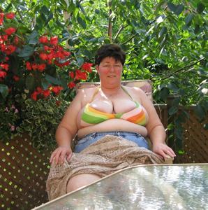 Зрелая толстуха показывает огромные сиськи на снимках - фото #3