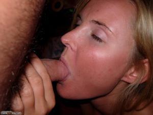 Молодая украинская соска сладко полирует длинный пенис пацанчика - фото #12