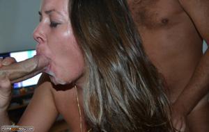 Нимфоманка разрешает кончить на лицо после групповухи или секса втроем - фото #4