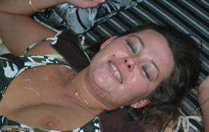 Нимфоманка разрешает кончить на лицо после групповухи или секса втроем - фото #7