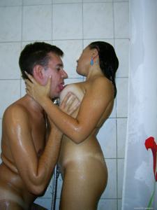 Русская телка не отказывается шалить даже будучи беременной - фото #24