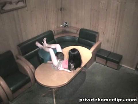 Секс на столе с худой шлюхой