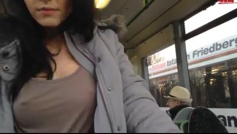 Сделала минет в общественном транспорте