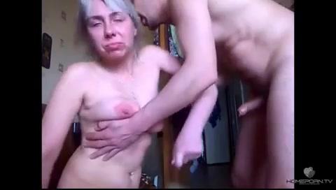 Дрючит пьяную бабу