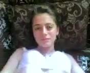 Сексуальная и глупая азербайджанка трахается с европейцем и закрывается руками от камеры