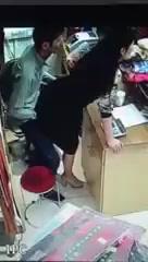 Выебал продавщицу прямо в магазине